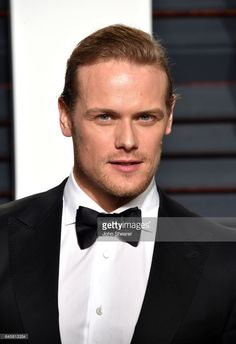 Actor Sam Heughan attends the 2017 Vanity Fair Oscar Party hosted by Graydon Carter at Wallis Annenberg Center for the Performing Arts on February 26, 2017 in Beverly Hills, California.  (Photo by John Shearer/Getty Images)