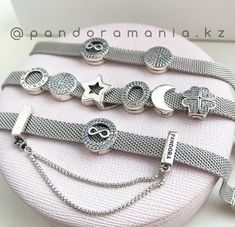Pandora Jewelry OFF! Pandora Beads, Pandora Bracelet Charms, Pandora Jewelry, Charm Jewelry, Jewelry Bracelets, Trend Fashion, Fashion Ideas, Women's Fashion, Fashion Outfits