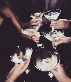 Image shared by Matilda Törnqvist. Find images and videos about friends, night and party on We Heart It - the app to get lost in what you love. Cute Sleepwear, Silvester Party, Doja Cat, Party Photography, Rich Kids, Night Life, Dream Night, Besties, Bestfriends