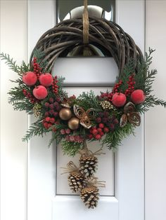 Beautiful ideas to decorate Christmas wreaths of dry branches Bella . - Beautiful ideas to decorate Christmas wreaths of dry branches Beautiful ideas to dec - Diy Christmas Garland, Christmas Door Wreaths, Christmas Mood, Holiday Wreaths, Handmade Christmas, Christmas Crafts, Christmas Decorations, Holiday Decor, Diy Wreath