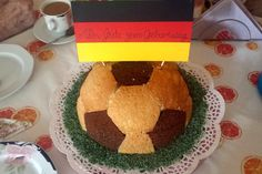 Fußball Charlotte mit Maulwurfkuchen - Füllung