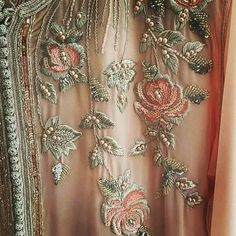 Beautiful peach and gold rose indian embroidery Tambour Embroidery, Couture Embroidery, Indian Embroidery, Embroidery Suits, Embroidery Thread, Embroidery Patterns, Kaftan, Couture Embellishment, Pakistan Wedding
