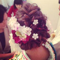 和装ヘア Graduation Hairstyles, Wedding Hairstyles, Japanese Wedding, Japanese Style, Hair Arrange, Hair Setting, Japanese Hairstyle, Kimono, Flowers In Hair