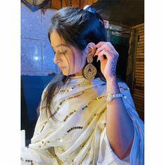 Girl Hand Pic, Cute Girl Pic, Stylish Girl Pic, Beautiful Girl Photo, Beautiful Girl Indian, Beautiful Girl Image, Teen Girl Poses, Girl Photo Poses, Beautiful Girl Facebook
