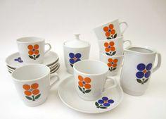 1970s COFFEE SERVICE⎮pop FLOWERS⎮vintage East German porcelain⎮14 pieces set on Etsy, $61.36 AUD
