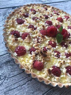 Max hallonpaj med vaniljkräm! | www.fikamedhanna.nu Fika, Cookie Desserts, Sweet Recipes, Delicious Desserts, Sweets, Cookies, Pastries, Cupcake, Omelette