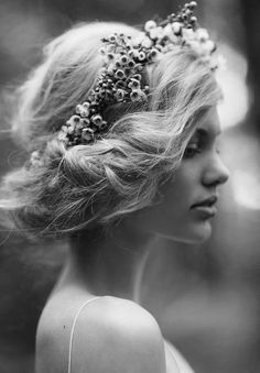 For a future shoot if we figure out how to do hair like this. Bridal Inspiration by Rue de Seine & Jessica Sim - via Magnolia Rouge (Hair/ Make-up by Natalie Dent) My Hairstyle, Pretty Hairstyles, Wedding Hairstyles, Hairstyle Ideas, Romantic Hairstyles, Boho Hairstyles, Headband Hairstyles, Short Hairstyles, Fairy Hairstyles