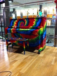 Honestly, I love this tie dyed piano! Painted Pianos, Painted Furniture, Old Pianos, Graffiti, Piano Player, Chant, Over The Rainbow, Piano Music, Coldplay