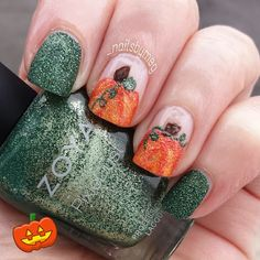 Adorable Halloween pumpkin nails!
