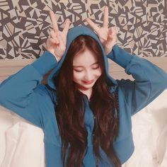 190811 IZ*ONE: [✌️] TMI Show IZ*Night with our Chaeyeon who is always thinking about WIZ*ONE🌙💓 translation by iz-onez take out with full credit Yuri, Secret Song, Japanese Girl Group, Famous Girls, 3 In One, The Wiz, Aesthetic Girl, Role Models, Girl Power