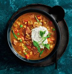 Comfort food that's low in calories but still heavenly and hearty Oregano Chicken, Winter Soups, Fresh Mint, Soup Recipes, Lamb, Slow Cooker, Curry, Vegetables, Cooking Ideas