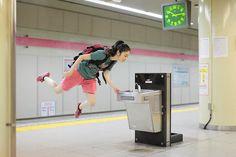 Fotos sem Photoshop mostram 'garota voadora'