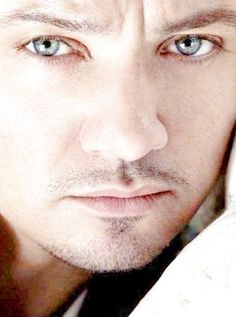 Jeremy Renner......WOW!!!! I do love thoes eyes!!!!