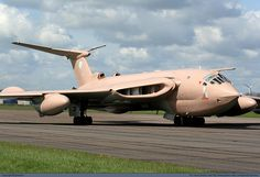 Photograph of aircraft - UK - Royal Air Force (RAF) Handley Page Victor at Off Airport. Handley Page Victor, Military Jets, Military Aircraft, V Force, Helicopter Plane, Old Planes, Air Force Aircraft, Nose Art, Royal Air Force