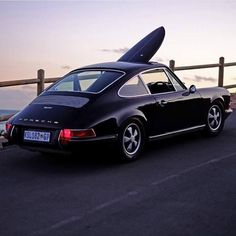 Perfect combination… (Tag author) #porsche #porsche911 #porscheclassic #classiccar #ridewithstyle #surf #surfboard #laclasse #elegant #inspiration #instablogger #matterofstyle #fun #freedom #sunset #enjoytheride