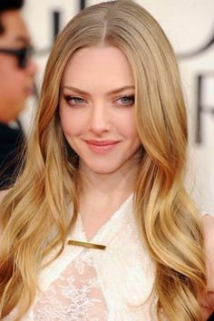 Amanda Seyfried, The Les Misérables star kept it pretty and natural, opting for simple waves and soft brown smoky eyes.   Golden Globes 2013 Best Beauty Looks Celebrity Beauty for Golden Globe Awards 2013 - Harper's BAZAAR
