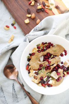 Start off your day with a bowl full of delicious superfoods and creamy, protein-packed Wallaby Organic Greek Yogurt. Yogurt Breakfast, Clean Eating Breakfast, Savory Breakfast, Second Breakfast, Sunday Breakfast, Breakfast Club, Breakfast Ideas, Delicious Breakfast Recipes, Brunch Recipes