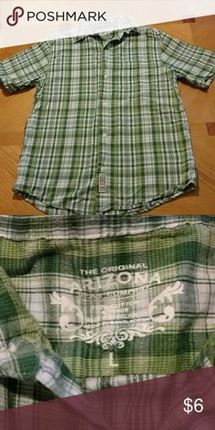 Arizona shirt Short sleeved button up Arizona shirt. Green plaid. Excellent condition. Smoke free home. Size large boys Arizona Jean Company Shirts & Tops Button Down Shirts