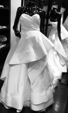 Linha para noivas de Oscar de la Renta