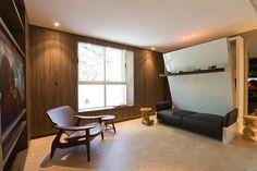 Apartamento pequeno projetado com móveis multifuncionais
