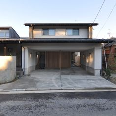庭屋一如の通り土間の家「金衛町の家」 | オーガニックスタジオ新潟 Garage Doors, Studio, Outdoor Decor, House, Home Decor, Homemade Home Decor, Studios, Haus, Interior Design