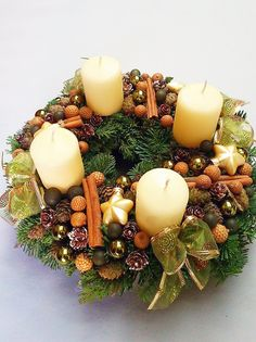Christmas Advent Wreath, Christmas Pine Cones, Winter Christmas, Christmas Time, Christmas Crafts, Xmas, Christmas Arrangements, Flower Arrangements, Christmas Tablescapes