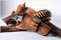 Different with the bullet loops on the actual holster Cowboy Holsters, Western Holsters, Gun Holster, Leather Holster, Saddle Leather, Revolver, Cowboy Action Shooting, Custom Holsters, Le Far West