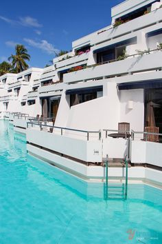 Hayman Island Resort, Queensland, Australia - one of our favourite Australian luxury resorts! Would you love to dive straight into this pool from your hotel room? Vacation Destinations, Dream Vacations, Vacation Spots, Greece Vacation, Vacation Resorts, Beach Resorts, Oh The Places You'll Go, Places To Travel, Places To Visit