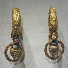 Etruscan gold earrings with pendant vase and ring  C.100B.C