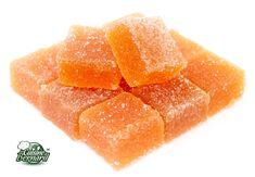 Pâte de fruits Passion - 400g de purée de fruits de la passion, 400g de sucre - 100 g de sirop de glucose, 20g de pectine jaune, le jus d'un demi citron, sucre cristal0