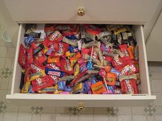 Halloween Fun Fact: Have leftover candy? Save it! Hard candy lasts for a year, while chocolate can last up to two. Halloween Fun Facts, Healthy Halloween, Halloween Snacks, Halloween Candy, Halloween Tips, Impulsive Buy, Sleepover Food, Junk Food Snacks, Food Platters