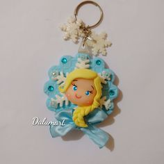 Chaveiro em Biscuit.    Frete por conta do cliente. Polymer Clay Disney, Polymer Clay Figures, Cute Polymer Clay, Polymer Clay Miniatures, Polymer Clay Projects, Souvenirs Frozen, Frozen Biscuits, Clay Keychain, Homemade Clay