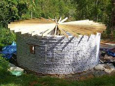 Earthbag, aprende a hacer una casa con sacos de tierra.