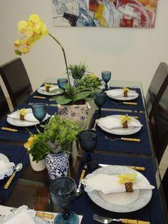 Festejar é tudo de bom!: Mesa posta... Azul e amarelo!