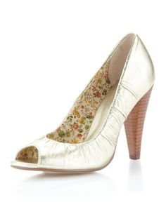 Seychelles Round Ruched Pump in Pale Gold