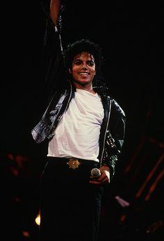 michael jackson, king of pop, and mj image Michael Jackson Fotos, Michael Jackson Photoshoot, Michael Jackson Wallpaper, Michael Jackson Bad Era, Lisa Marie Presley, Jackson Family, Jackson 5, Paris Jackson, Elvis Presley