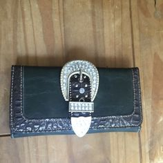 NWT Wallet / Clutch hunter green Really cute wallet with nice detail! Has lots of pockets & slots for storage. Beautiful hunter green color & nice blinged out look! bundle and save, would make a nice gift! Accessories