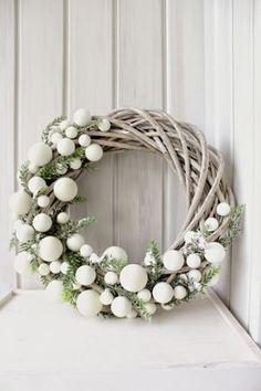 Habt ihr einen Weihnachtskranz an der Tür hängen? #christmas #weihnachtsdekoration