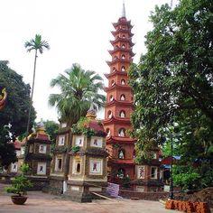 Pagoda de Tran Quoc Vietnam!  #viajaporelmundoweb #nickisix360 #elmundito #pagoda #tranquoc #vietnam #travel #travelers #traveling #traveladdict #traveltime #travelphotography #trip #pic #arquitecture #culture #place #placeofworld #beautiful #beautifulpic