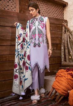 Sleeves Designs For Dresses, Dress Neck Designs, Kurti Neck Designs, Kurta Designs Women, Kurti Designs Party Wear, Pakistani Fashion Casual, Pakistani Dresses Casual, Pakistani Dress Design, Casual Dresses