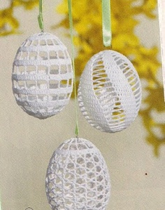 After the crochet of the eggs the eggshells are broken and remove. But before the removing don´t forget the   completed work to starch. The next Easter eggs made Mrs. Zuzana  Kubeková from slovakia.
