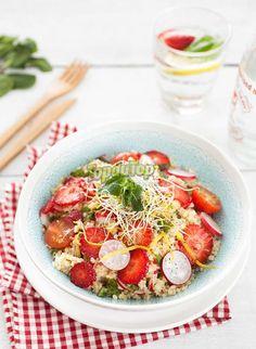 Salade au boulgour, fraises et légumes croquants