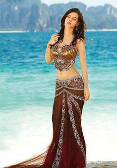 Belly Dancing, Arabian or Middle Eastern Inspiration for figure skating dresses… Belly Dancer Costumes, Belly Dancers, Dance Costumes, Indian Dresses, Indian Outfits, Indian Clothes, Pakistani Dresses, Dance Oriental, Belly Dance Outfit