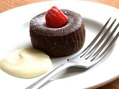 Konditorns chokladfondant (kock Johan Sörberg) Brownies, Good Food, Yummy Food, Fika, Strawberry Recipes, Dessert Recipes, Desserts, Cake Decorating, Cheesecake