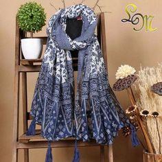 Un grand choix d écharpes pour toutes les occasions, découvrez ces  accessoires de mode 356c789284b