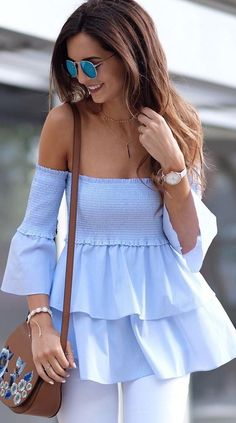 off the shoulder poplin top Chic Outfits, Inspired Outfits, Summer Outfits, Off The Shoulder Top Outfit, Looks Style, Beautiful Outfits, Blouses For Women, Fashion Dresses, Womens Fashion