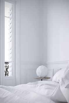 White bedroom to mak