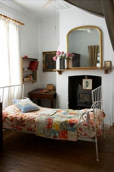 Sweet little bedroom with old iron twin bed, very farmhouse/rustic Home Living, Living Spaces, Living Room, Iron Twin Bed, Twin Beds, Home Bedroom, Bedroom Decor, Peaceful Bedroom, Shabby Bedroom