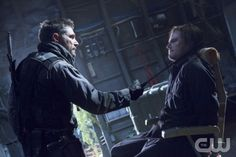 """Arrow -- """"Betrayal"""" -- Image AR113b_0596b -- Pictured (L-R): Manu Bennett as Slade Wilson and Stephen Amell as Oliver Queen -- Photo: Jack Rowand/The CW -- © 2013 The CW Network. All Rights Reserved"""