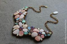 Колье из розового опала и кристаллов Сваровски - авторское украшение,колье с кристаллами